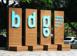 bandung emerging city monument dago