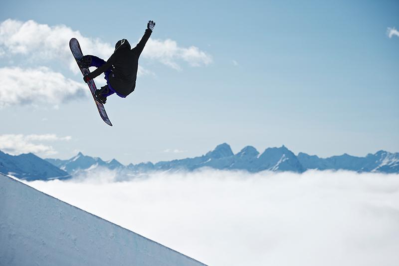 Aus dem Leben eines Snowboardprofis: 10 Fragen an Sina Candrian