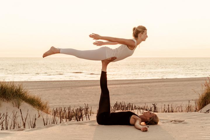 Acro Yoga: 11 asanas that helps you to fly, relax and enjoy Yoga in a different way